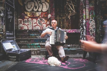 street-performer-926746_960_720